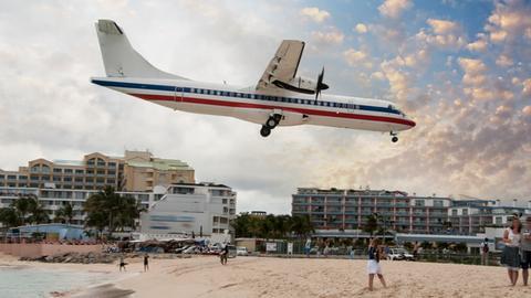 ABC der Reiseportale: Flugzeug und Strand