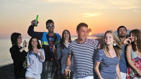 ABC der Reiseportale: Urlaub und Party