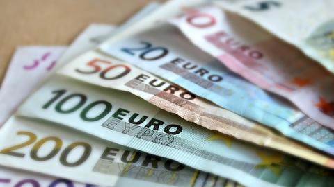 Ein Stapel Euro Noten