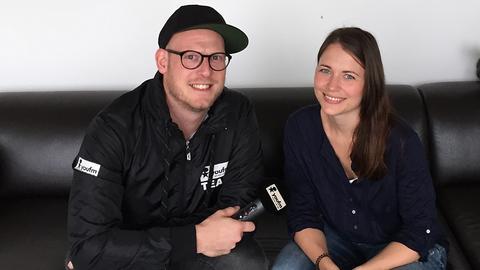 Reppahn aus der YOU FM Morningshow interviewt Nachrichtenredakteurin Miriam