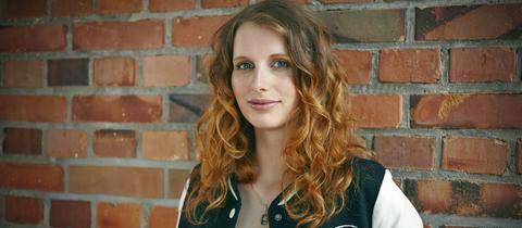 Mona Lina (Lina Burghausen) ist Musikpromoterin, freie Autorin und DJ aus Leipzig