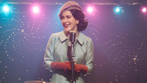 "Rachel Brosnahan in der Serie ""The Marvelous Mrs. Maisel"""