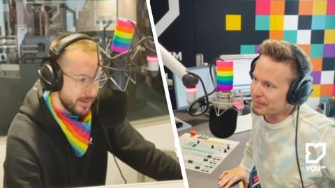 Collage: Zu sehen sind die YOU FM Moderatoren Benne und Timo im mit Regenbogen-Accessoires geschmückten YOU FM Studio