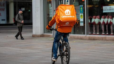 Lieferandofahrer auf einem Fahrrad